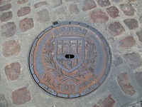 Manhole cover depicting the city's coat-of-arms