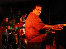 "Jazz organist Joey Defrancesco, pictured here in 2002, has recorded albums that recapture the ""old school"" organ trio sound of the 1960s."