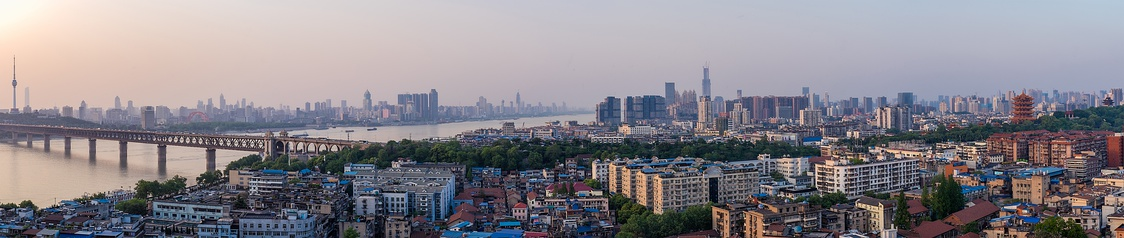 Northward view from Wuchang (2017).Landmarks from left to right: Tortoise Mountain TV Tower (Hanyang), Wuhan Center (Hankou), Wuhan Yangtze River Bridge, Wuhan Greenland Center and Yellow Crane Tower (Wuchang).