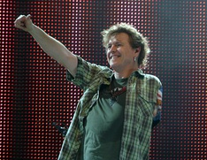 After losing his left arm in a car accident, drummer Rick Allen used his legs to do some of the drumming