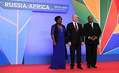 Prime Minister of Gabon Julien Nkoghe Bekale and Russian President Vladimir Putin at the Russia-Africa Summit in Sochi in October 2019