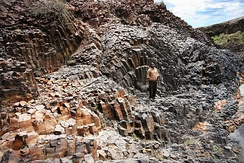 Turkana basalt columns, of the kind observed in the Lokitaung basalts.