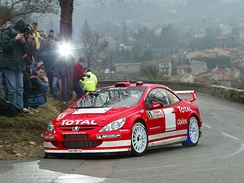 Marcus Grönholm driving a Peugeot 307 WRC on the 2004 rally.