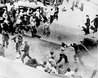 Truck drivers fight the police in the course of the Minneapolis Teamsters Strike of 1934