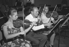 Jack Benny at a rehearsal with members of the California Junior Symphony Orchestra, 1959