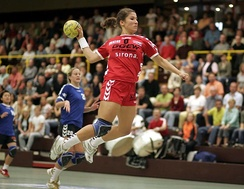 Women's handball - a jump shot completes a fast-break
