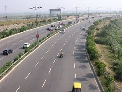 A typical expressway in India
