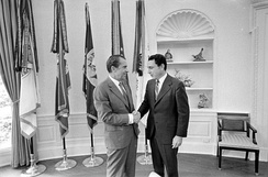 Specter greeting President Richard Nixon in 1971