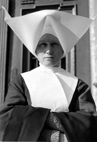 The head cornette, worn by a Polish nun habit in 1939, was later abandoned in 1964 after the sweeping aesthetic changes brought by the Second Vatican Council.