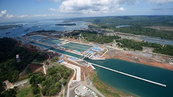 New Agua Clara locks (Atlantic side) in operation