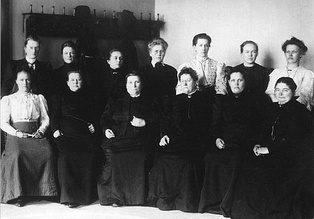 13 of the total of 19 female MPs, who were the first female MPs in the world, elected in Finland's parliamentary elections in 1907