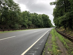 View north along the Palisades Interstate Parkway in Tenafly