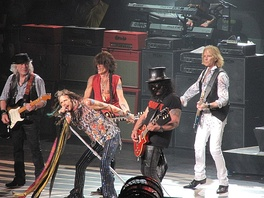 Slash performing with Aerosmith in Mansfield, Massachusetts on July 16, 2014