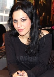 "Cristina Scabbia of Lacuna Coil performed guest vocals on ""À Tout le Monde (Set Me Free)"". She appeared on stage with Megadeth to perform the song in Australia and Italy."