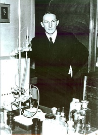 Nobel Prize laureate Jaroslav Heyrovský in the lab