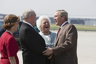 Perdue greeting President George W. Bush and former First Lady Barbara Bush in July 2005