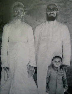 A young Aali Qadr Mufaddal Saifuddin (bottom right) with his father, Mohammed Burhanuddin (right), and grand father, Taher Saifuddin (left) c. 1950.