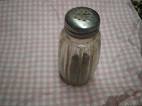 A pepper shaker with a screw-on cap