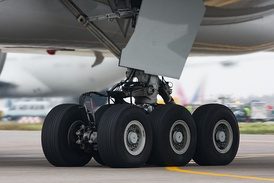 Main landing gear leg and six-wheel bogie of a Boeing 777-300