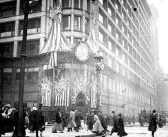 Carson Pirie Scott & Co. store on State Street in Chicago, Illinois decorated for Lincoln 100th birthday in 1909
