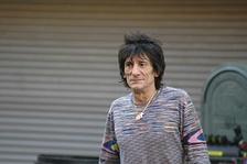 Ronnie Wood se integró a la banda en 1976. Participó con ellos anteriormente en la canción «It's Only Rock 'N Roll (but I Like It)».