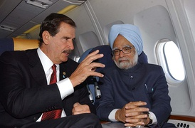 President Vicente Fox with Prime Minister of India Manmohan Singh.