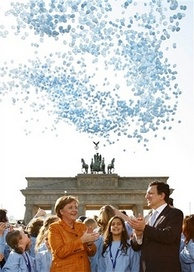 German chancellor Angela Merkel with José Barroso in 2007 promoting the Treaty of Lisbon to reform the EU.