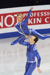 One-hand exit from a lift by Tatiana Volosozhar / Stanislav Morozov