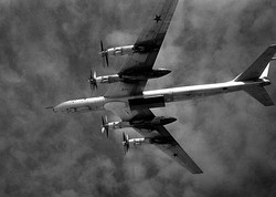 Tu-95 Bear F with open weapons bay 1987.JPEG