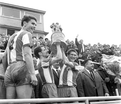 Ulrich Prüfke (captain) and Ralph Quest raise the FDGB Pokal trophy in 1968.
