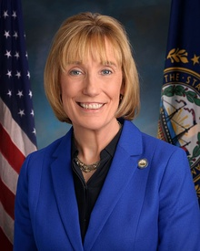 Maggie Hassan, official portrait, 115th Congress.jpg