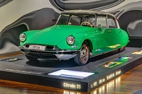 1956 Citroën DS in the Museum der Autostadt Wolfsburg, showing Series 1 (1955–62) original nose