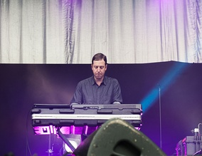 Keyboardist Gerrit Welmers at the Kosmonaut Festival (2015)
