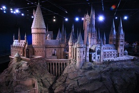 The 1:24 scale model of Hogwarts on display
