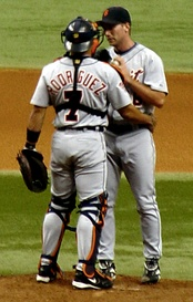 Rodríguez talking with Mike Maroth while playing for the Detroit Tigers, July 11, 2005.