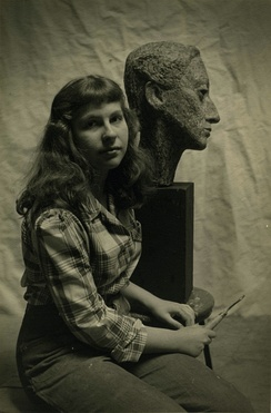 Berta Golahny with her sculpture of 'Sheba'.