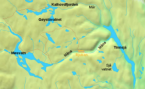 Lake Tinn's primary sources are the rivers Måna and Mår.