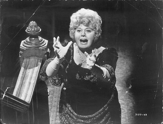 "Shelley Winters as Rosie Forrest (""Auntie Roo"")"