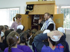 Rabbi instructing children in 2004
