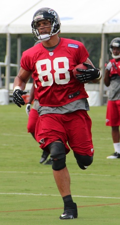 Tony Gonzalez at Falcons training camp, 2013