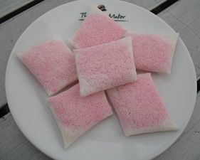 Bunga kuda (also known as bunga pundak) is a traditional dessert in Malaysia, containing a coconut filling.