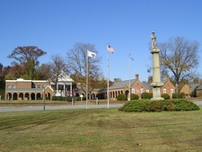Isle of Wight Courthouse and Confederate Monument