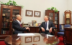 Lighthizer meets with former Chairman of the Senate Finance Committee (and current Judiciary Committee Chairman) Chuck Grassley (R-Iowa) in January 2017