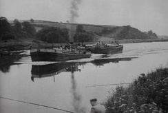 Barges near Hoveringham in 1954