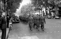 Wehrmachthelferinnen in occupied Paris, 1940