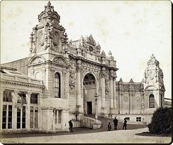 Photo of the main entrance of Dolmabahçe Palace in 1862, taken by Francis Bedford