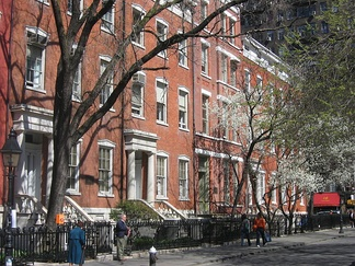 Waverly Place as the northern boundary of Washington Square Park.
