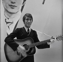 Dutronc performing on Dutch TV in 1966.
