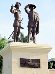 Monument in Mérida to Montejo the Elder and his son
