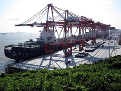 Shanghai Port is the world's busiest container port